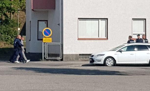 Silminnäkijän mukaan poliisi otti kiinni Anni Törnin taposta epäillyn Tulliportinkadulla 25. heinäkuuta.