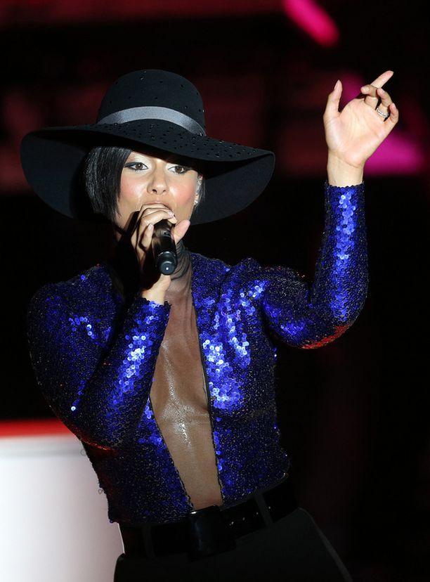 Tällaisessa asussa Keys nähtiin paitsi kuvanottopaikassa Monacossa, myös Suomen konsertissa elokuun alussa.