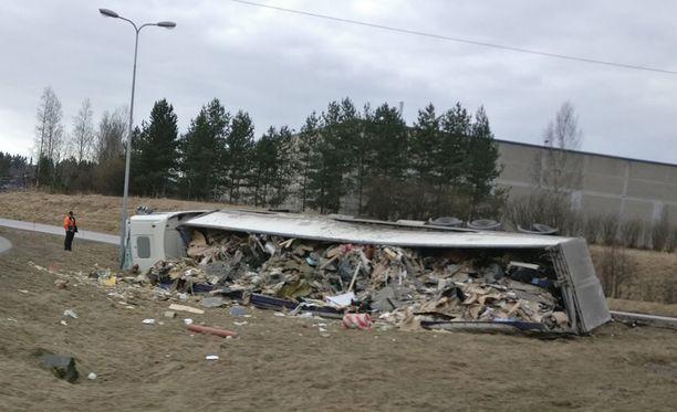 Keravan hätäkeskus sai ilmoituksen onnettomuudesta hieman ennen kello kymmentä perjantaina.