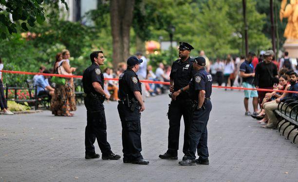 Poliisi eristi alueen, jolla räjähdys tapahtui.