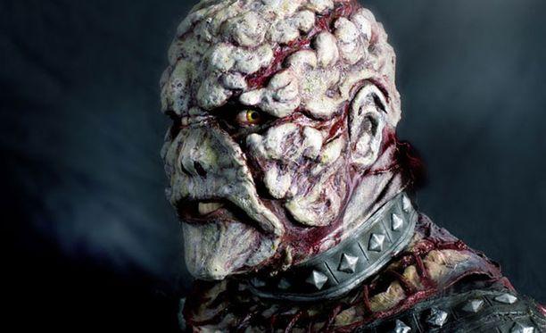Tässä maskissa Lillman musisoi Lordin riveissä.