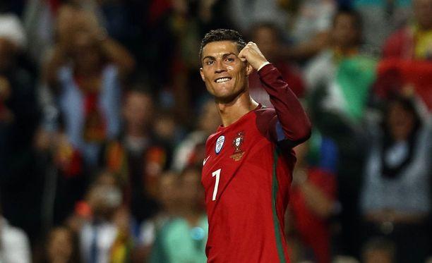 Cristiano Ronaldo rymisteli Färsaaria vastaan.