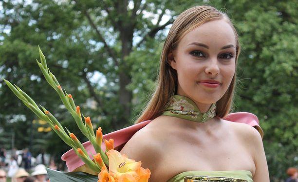 Venla Wallenius valittiin Miss Model of the World -finaalin voittajaksi Suomessa.