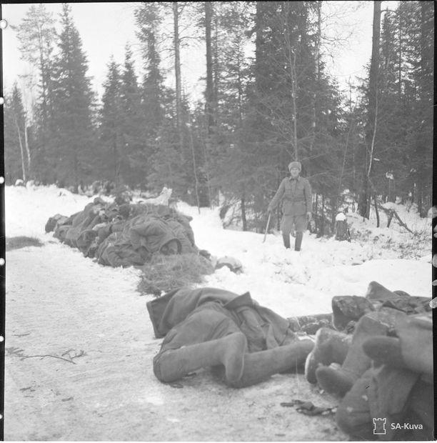 Tien viereen kaatuneita venäläisiä Suomussalmella 1.12.1939.