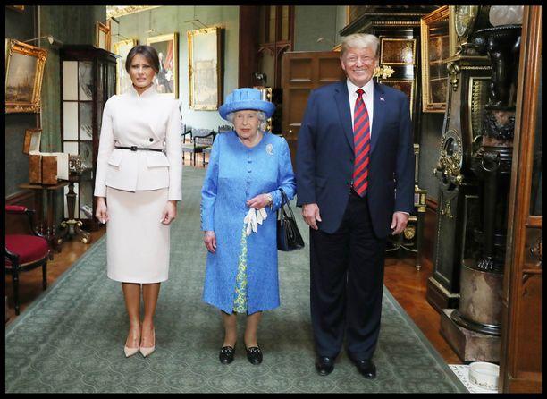 Trumpit saapuivat Lontoossa kuningattaren tapaamiseen 12 minuuttia myöhässä.