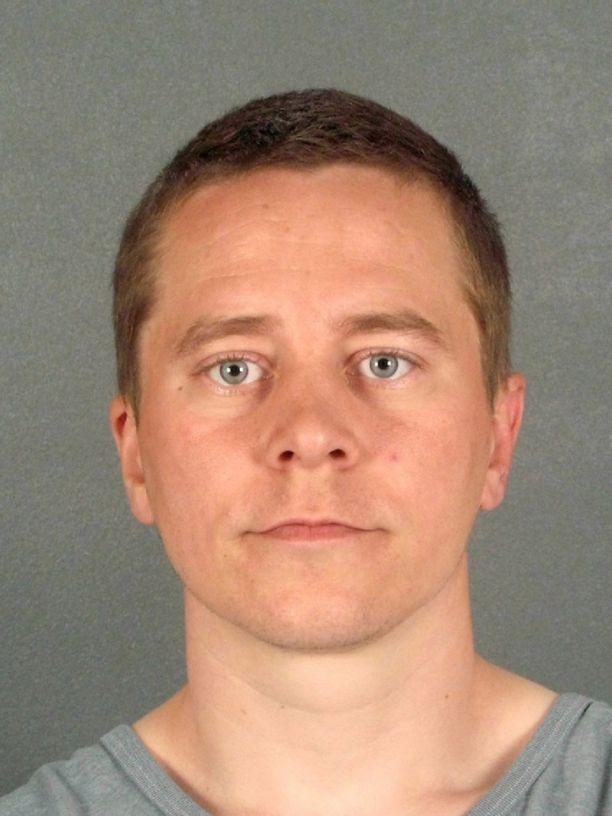 Murhasta tuomittu Pekka Luukkosen pako on jatkunut jo kaksi vuorokautta.