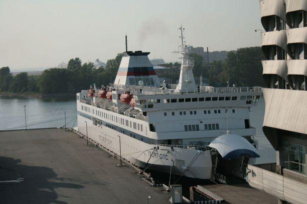 Venäjälle siirtynyt Georg Ots Pietarin satamassa.
