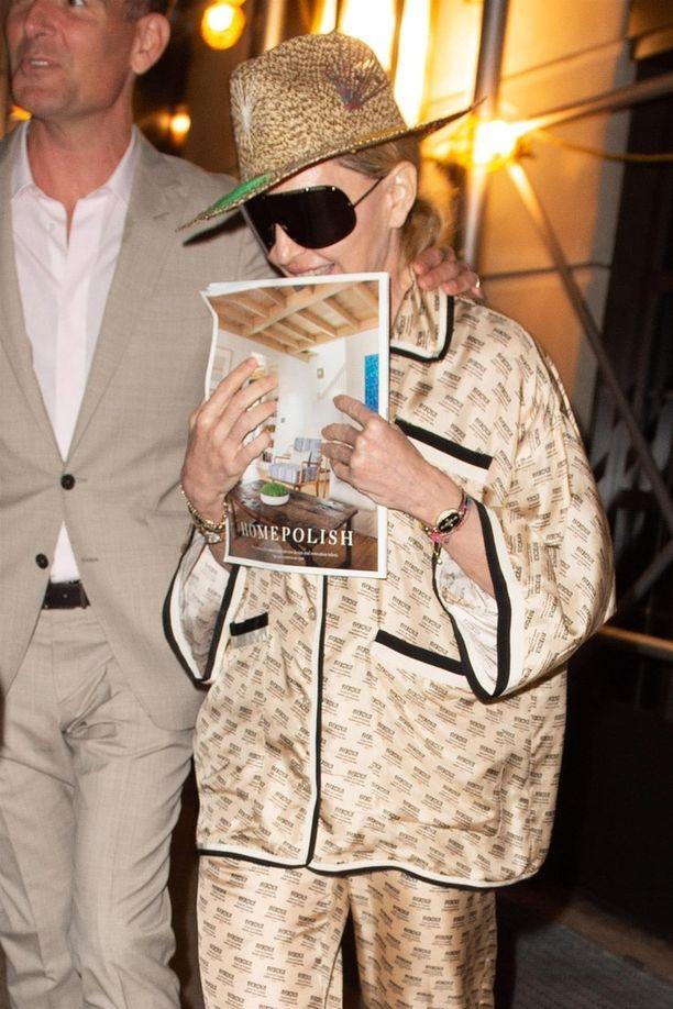 Madonna bongattiin vastikään pyjamaan pukeutuneena kadulta.