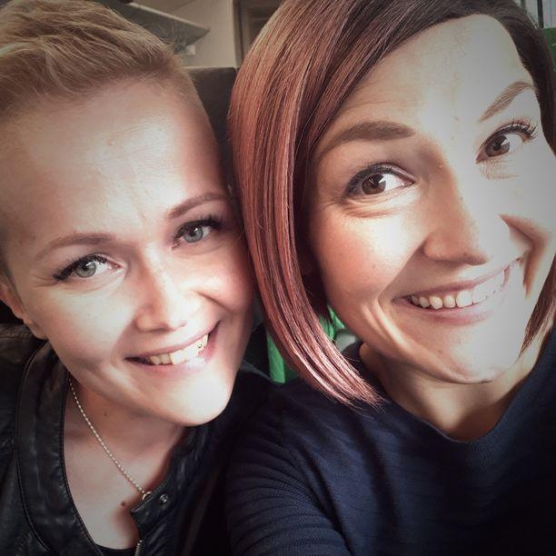 Janiina Hill ja Mia Männistö saivat voimaa toisistaan vaikeiden aikojen keskellä. Kun toinen kaipasi lohtua ja tukea, toisella oli aina sitä tarjolla.