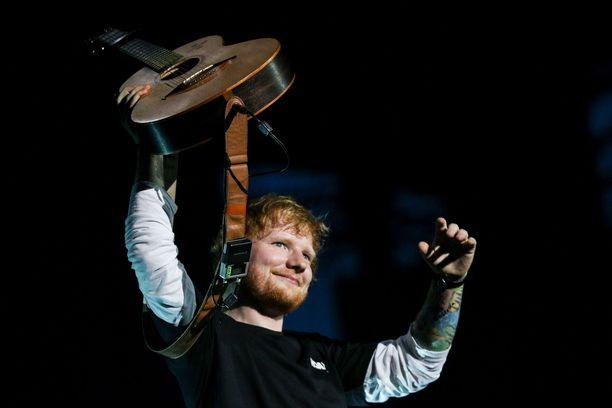 Ed Sheeran jakoi videon.