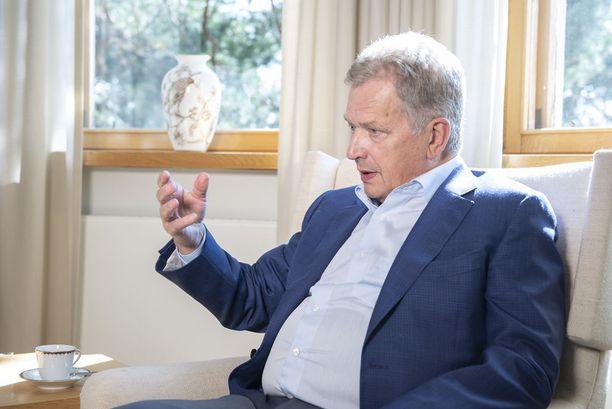 Iltalehti tapasi presidentti Sauli Niinistön presidentin kesäasunnossa Naantalin Kultarannassa.