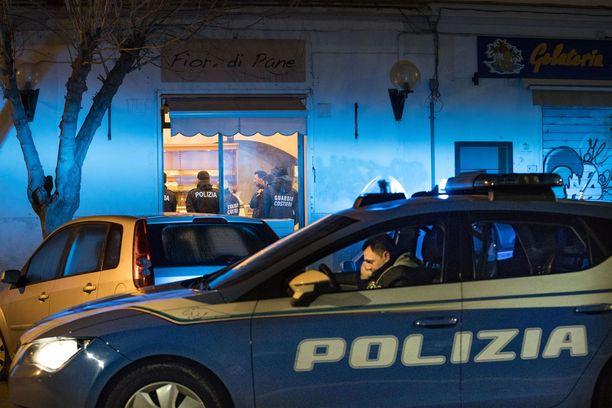 Myös 45 muuta epäiltyä mafian jäsentä pidätettiin aamuyön iskussa.