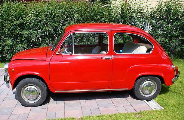 PIENI JA PUNAINEN Fiat 600 1966