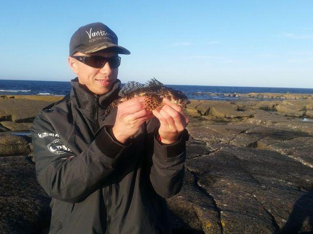 Kalareissu Märketin majakkasaarelle Ahvenanmaan ulkopuolelle oli yksi Timi Laitisen haaveista. Hän koukutti matkalla isosimpun.