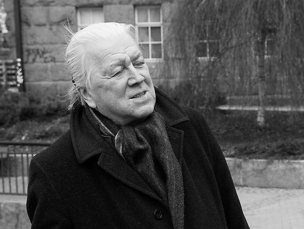 Kuvanveistäjä Pekka Kauhanen oli kuollessaan 66-vuotias.