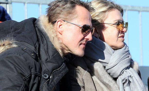 Michael Schumacher ja vaimo Corinna kuvattuna vuonna 2013.