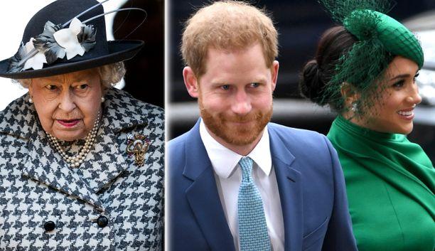 Kuningatar Elisabet on raivostunut Harryn ja Meghanin hyökkäyksistä kuninkaallista perhettä vastaan.