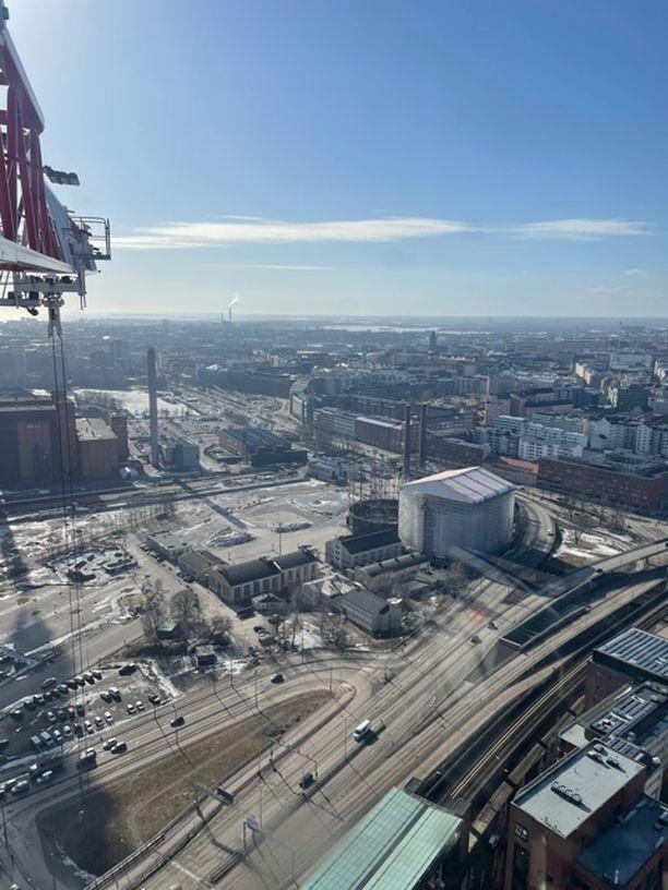 Tältä näyttää toimistonäkymä 137 metrin korkeudesta Helsingin Kalasatamassa.