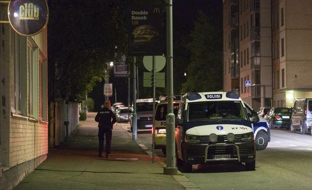 Varmuuden vuoksi poliisi lähetti kohteeseen viisi yksikköä.