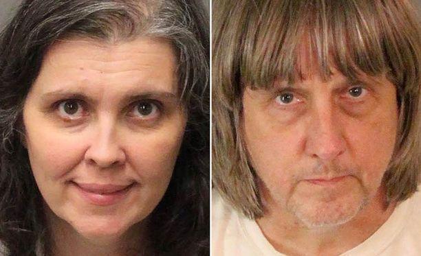 Kidutuksesta syytetyt vanhemmat ovat 57-vuotias David Allen Turpin ja 49-vuotias Louise Anna Turpin.