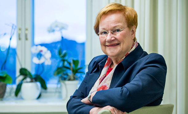 Presidentti Tarja Halonen kertoo pitävänsä kirjeitse yhteyttä Venäjän pääministeri Dmitri Medvedeviin.