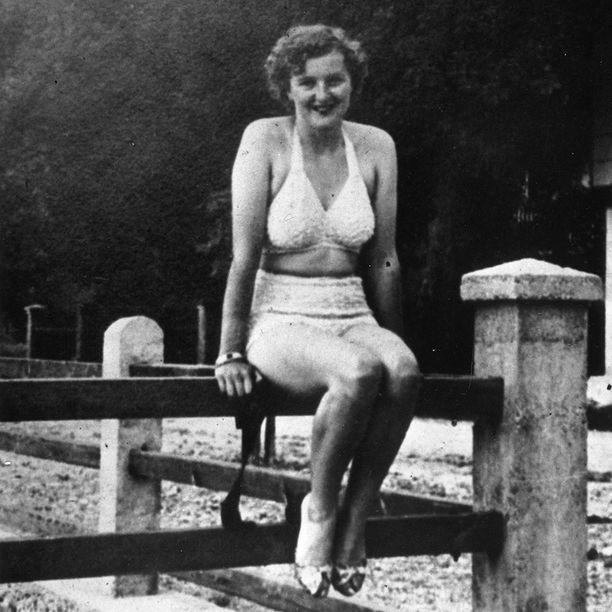 Hitlerin ja Eva Braunin suhde alkoi jo vuonna 1929. Kuva on noin vuodelta 1940.