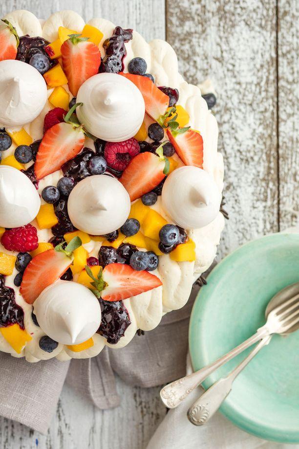 Pavlovan voi koristella ja täyttää juuri niillä marjoilla ja hedelmillä, jotka ovat sinulle mieleisimmät.