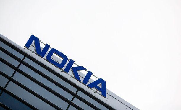 Ammattiliitot pelkäävät yrityskaupan aiheuttavan irtisanomisia Nokian Suomen toimipisteissä.