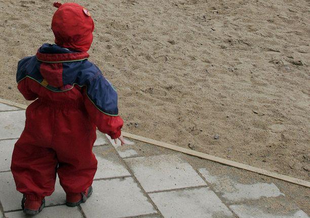 Vanhempien olisi syytä terottaa pikkuväelle, ettei päiväkodin alueelta sovi poistua omin luvin.