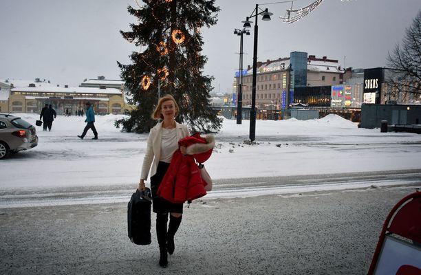 SDP:n puheenjohtajaehdokas, kansanedustaja Tytti Tuppurainen oli vielä matkalla Kuopion kaupungintalon juhlasaliin, kun puheenjohtajatentin olisi pitänyt jo olla käynnissä