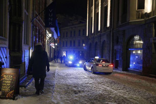 Tallinnan poliisissa työskentelee ryhmä, joka on keskittynyt nimenomaisesti ihmiskaupan, parituksen ja alaikäisiltä seksin ostamisen tutkimiseen.