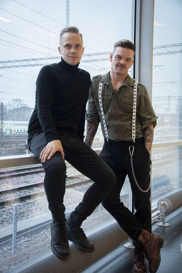 – Tanssin harrastamisesta ei pitäisi tehdä ongelmaa, oli harrastajana sitten poika tai tyttö. Siinä on iso vastuu meidän ikäpolvellamme, ettemme kasvata lapsia lokeroivaan ajatteluun, sanovat Marko Keränen ja Jani Rasimus.