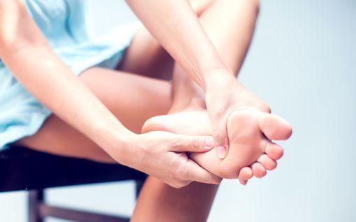 Mitä kylmät tai turvonneet jalat tarkoittavat? 6 jalkavaivaa, jotka kertovat terveydestäsi