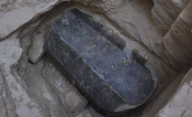Hauta löytyi viiden metrin syvyydestä.