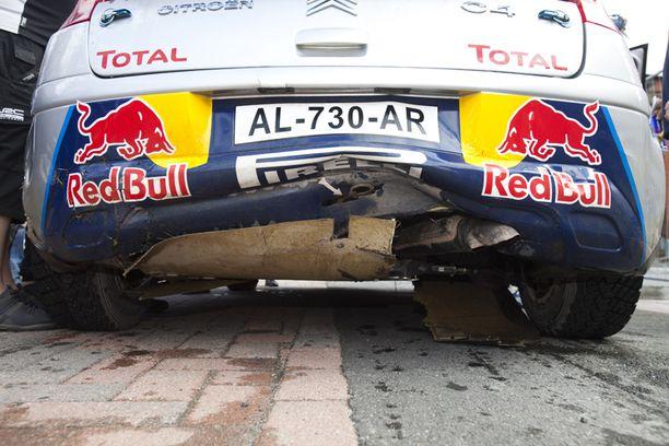 Myös auton perä sai osumaa tällissä.