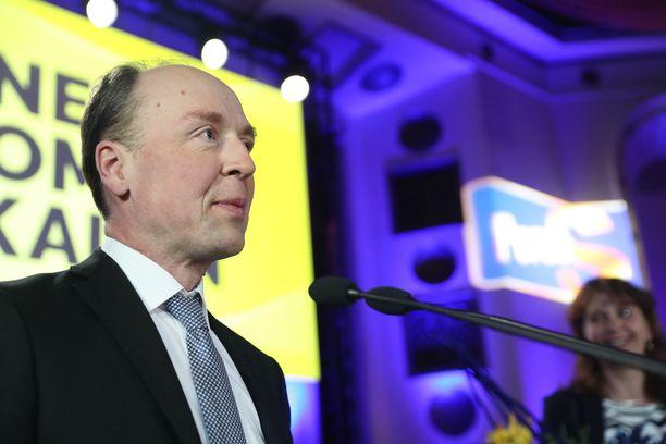 Perussuomalaisten puheenjohtaja Jussi Halla-aho haluaa vaikuttaa muiden puolueiden maahanmuuttopolitiikkaan.