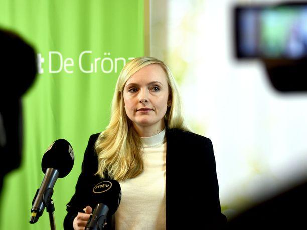 Vihreiden puheenjohtaja, sisäministeri Maria Ohisalo ei vastannut maanantaina kysymykseen omasta roolistaan puolueen viime päivien viestinnästä.