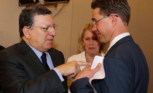 Jyrki Katainen (oik.) tapasi José Manuel Barroson Portugalissa viime viikolla.