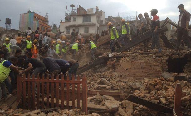 Järistys romahdutti lukuisia taloja Kathmandussa. Se ravisteli myös pääkaupungin eteläpuolella sijaitsevaa majataloa, jossa Katja Vauhkonen asui.