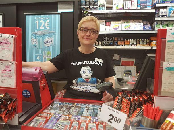 R-kioskin yrittäjä Annele Jauhiainen sanoo, että pienempäänkin voittoon kuin miljooniin kannattaa olla tyytyväinen.