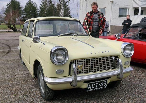 Heraldin keula oli väkevä ja persoonallinen. Auton vieressä omistaja Antti Vähälä.