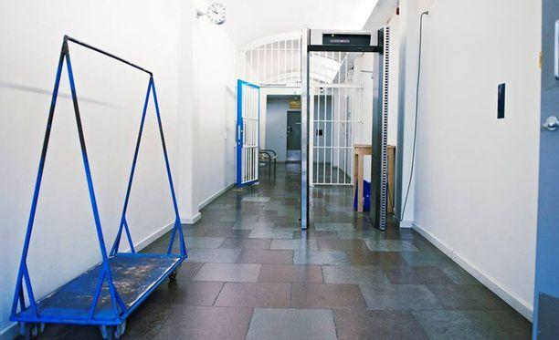 Murhan yritys tapahtui torstaina Helsingin Sörnäisten vankilan käytävällä. Arkistokuva.