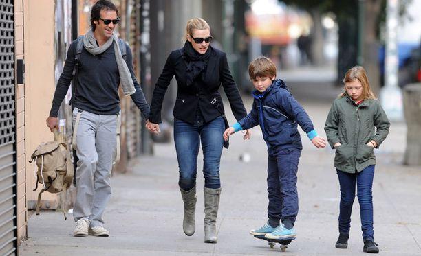 Nedin ja Katen uusioperheeseen kuuluvat myös Katen kaksi lasta.