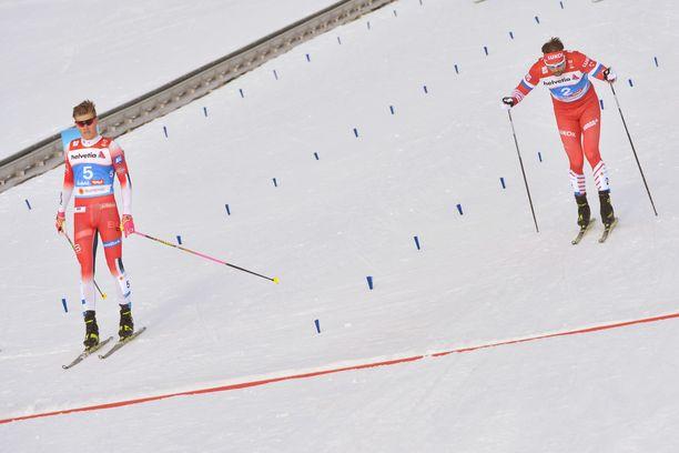 Johannes Kläbo (vas.) ja Sergei Ustjugov ottivat yhteen sprintin välierässä.