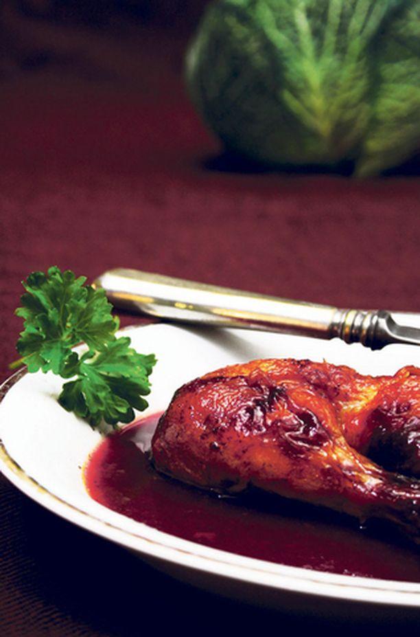 Kokonaisen kanan tai broilerin asemesta voit paistaa broilerisuikaleita. Voit myös valmistaa kastikkeen erikseen ja tarjota sen grillibroilerin kanssa. Alun perin ohje on 1400-luvun Englannista.