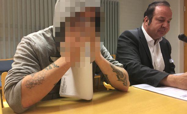 Syyttäjä vaatii miehelle niin sanottua pyttytuomiota, jossa tuomittu istuu saamansa tuomion päivästä päivään.