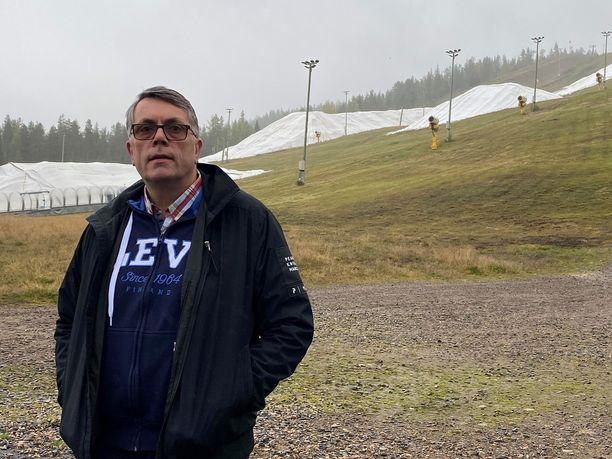 Yrittäjä Jouni Palosaari kannattaisi matkailukuplan perustamista, tehokasta testausta ja varotoimia, jotta Lapin matkailu saataisiin talvikaudeksi käynnistymään.