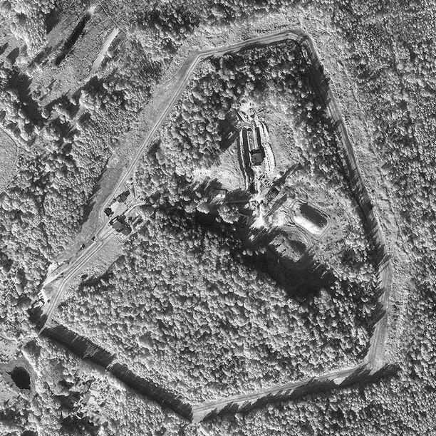 FAS:in julkaisemassa satelliittikuvassa näkyy, että ydinbunkkeria on vahvistettu viime aikoina.