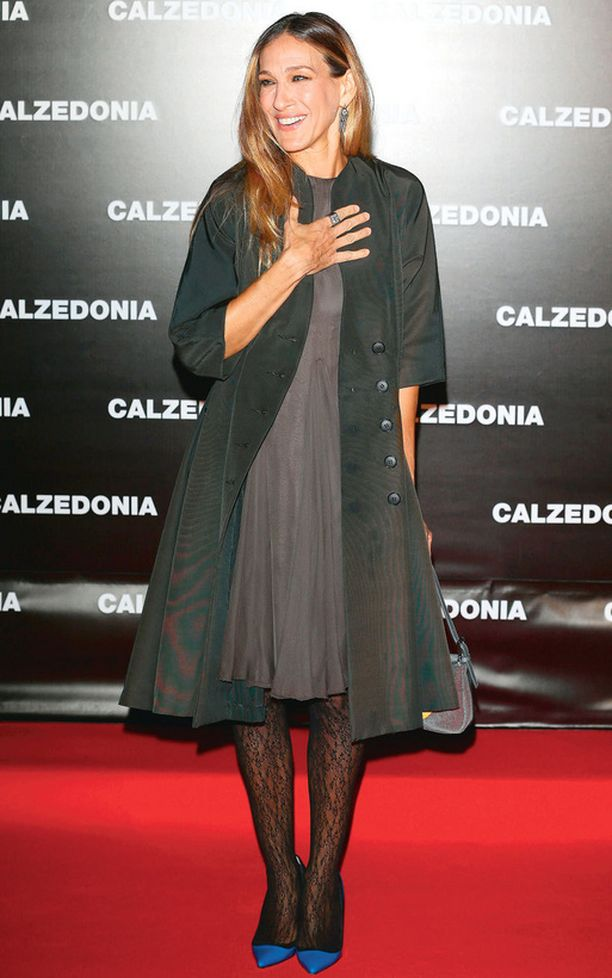 Tyyli-ikonina tunnettu näyttelijätär Sarah Jessica Parker kuvattiin kellohelmoissaan muotinäytöksessä.