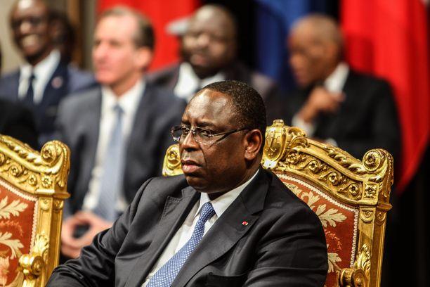 Senegalin presidentti Macky Sall on Le Drianin henkilökohtainen tuttu ja hän tajusi, että kyseessä on petosyritys.